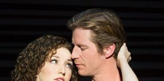 Rachel Boone (Baby) et Christopher Tierney (Johnny) dans la tournée nord-américaine de Dirty Dancing – The Classic Story On Stage (c) Matthew Murphy